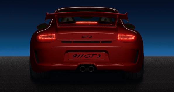 Porsche 911 GT3 (Type 997), vue d'arrière en soirée